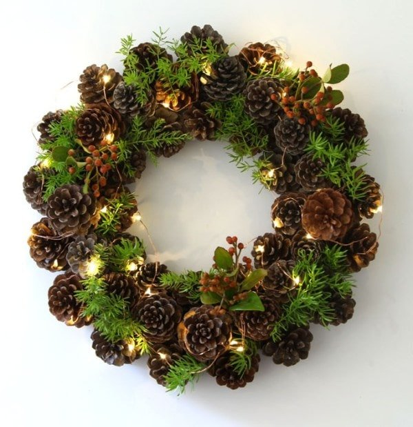 DIY Christmas Pinecone Wreath