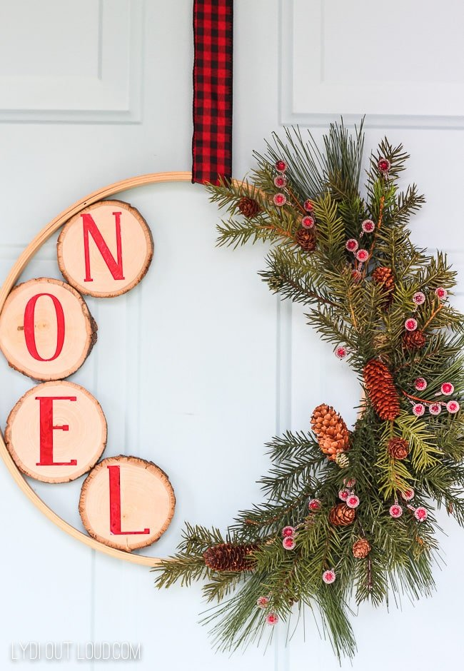 christmas-embroidery-hoop wreath