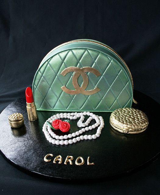 makeup-bag cake